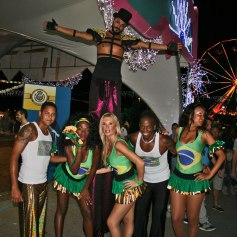 gapcircus-birraesound-leverano-2014-gambalunga-project-01day-artisti-circensi-di-strada-trampoliere-sputafuoco-balli-brasiliani (51)